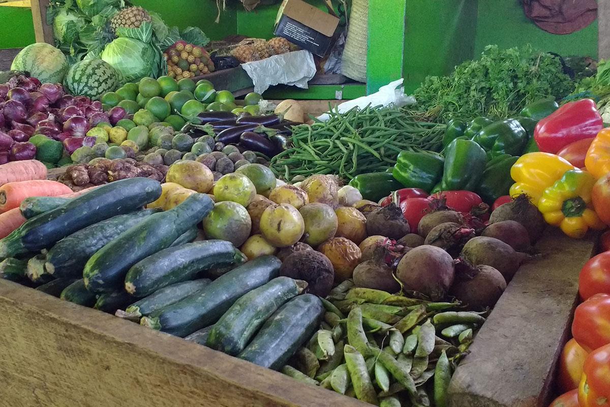 Auch eine Vielfalt an frischem Gemüse ist auf dem Markt in Kilifi zu finden.
