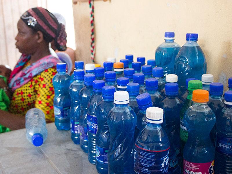 Die am Vortag abgefüllten Flaschen …